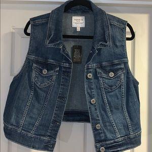 Torrid Cropped Denim Vest Size 1 / XL